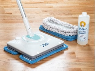 Floor mop with cleaning pads and floor cleaner