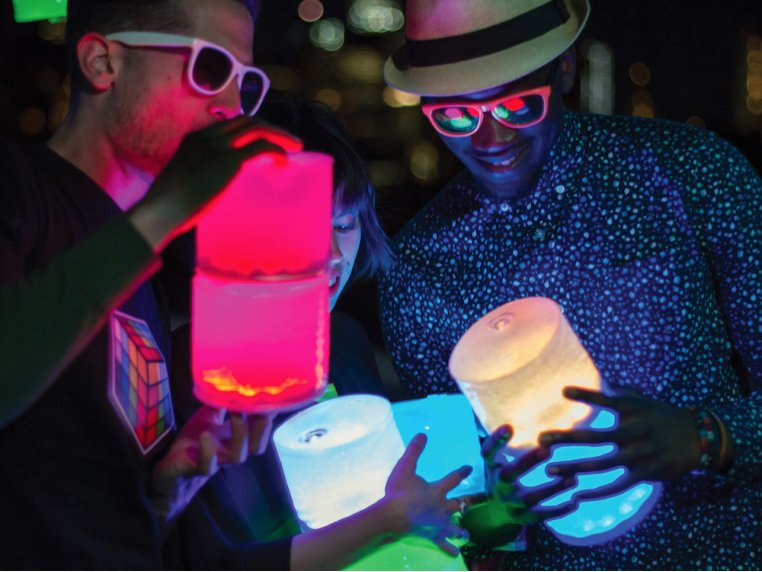 Luci Color: Solar Inflatable Lantern by MPOWERD - 5