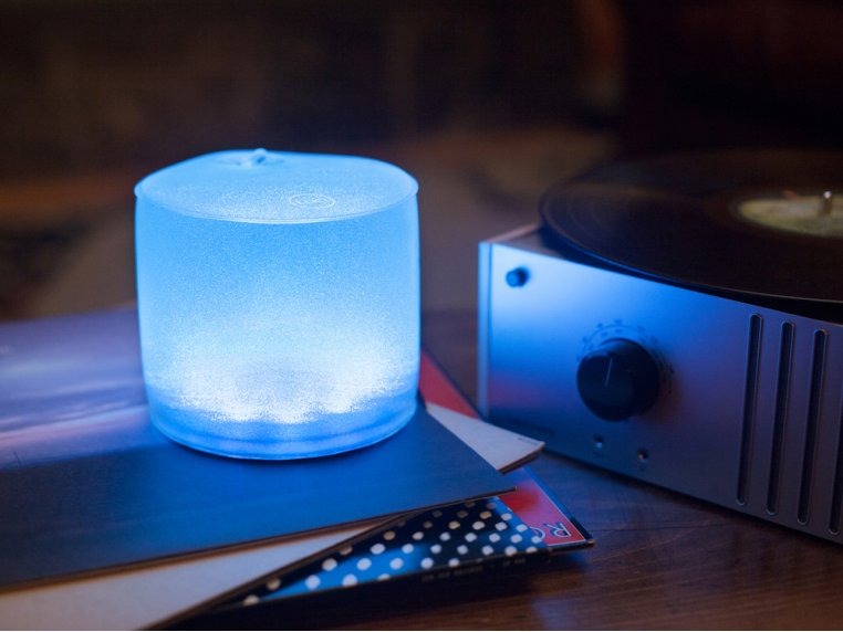 Luci Color: Solar Inflatable Lantern by MPOWERD - 1