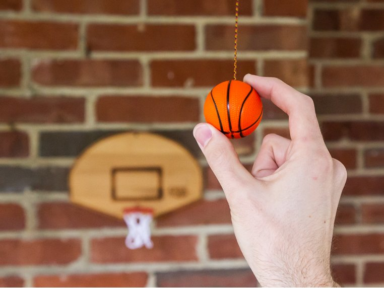Free Toss - Basketball Edition by Tiki Toss - 2