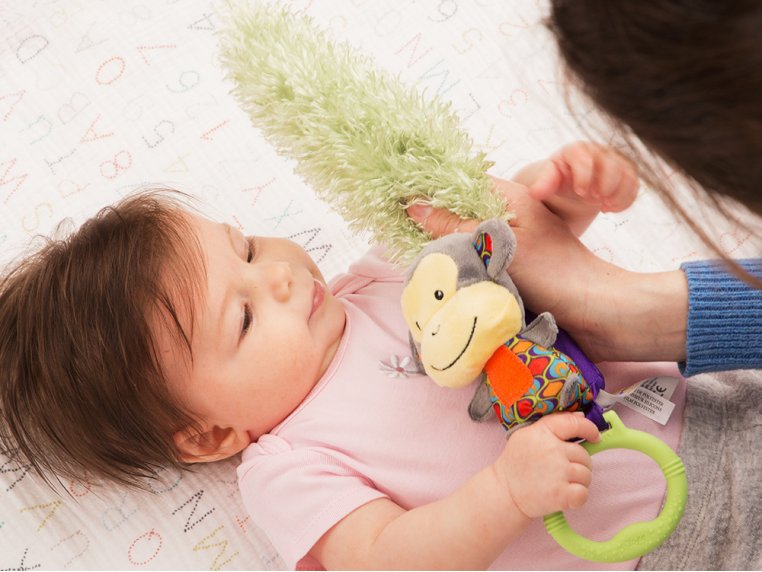 Interactive Bonding Toy by Yoee Baby - 1