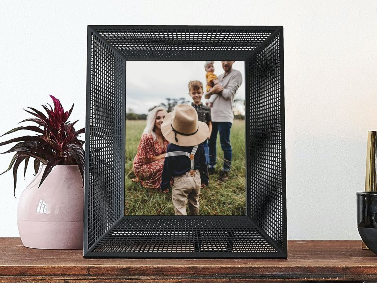 Smith Smart Connected Picture Frame by Aura - 1