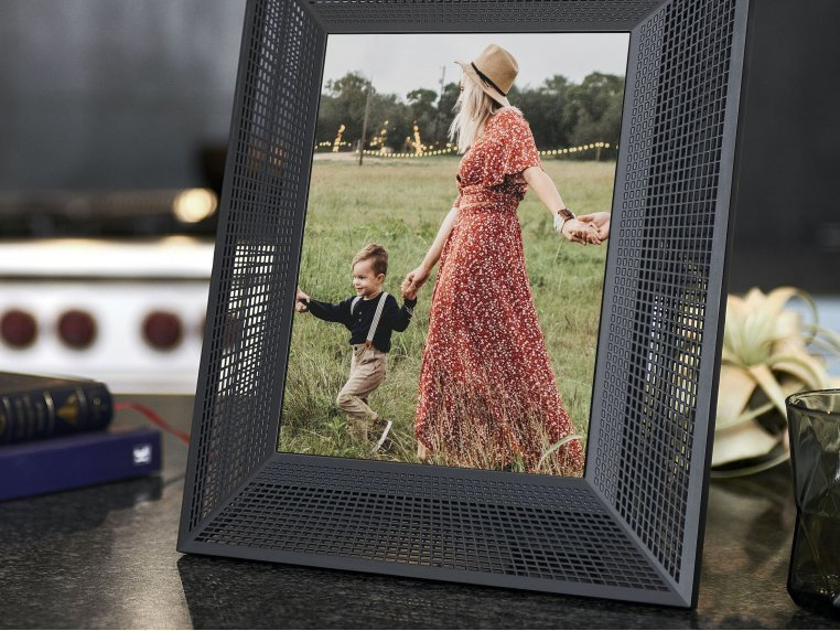 Smith Smart Connected Picture Frame by Aura - 4