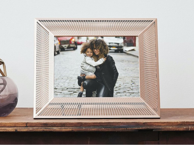 Smith Smart Connected Picture Frame by Aura - 2