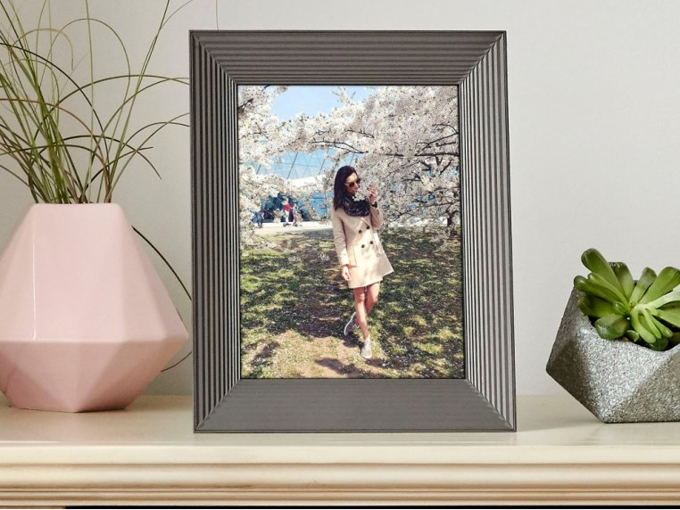 Basic Smart Connected Picture Frame by Aura - 3