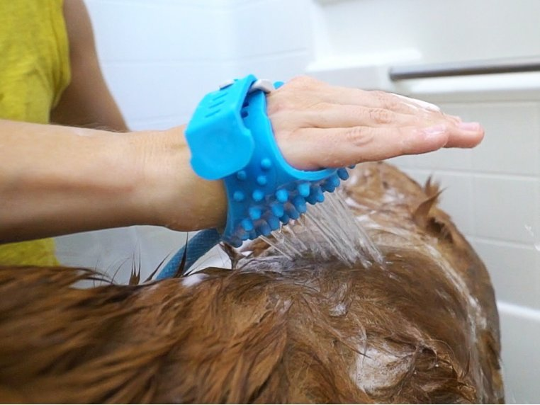 One-Handed Pet Bathing Tool by Aquapaw - 3