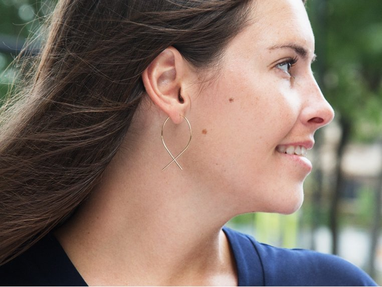 Featherweight Thread-Through Fish Earrings by April Soderstrom - 3