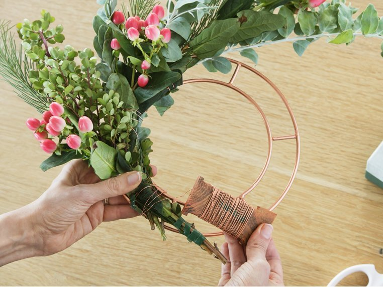 Floral Design Tool Kit - Wreath Design by The Floral Society - 1