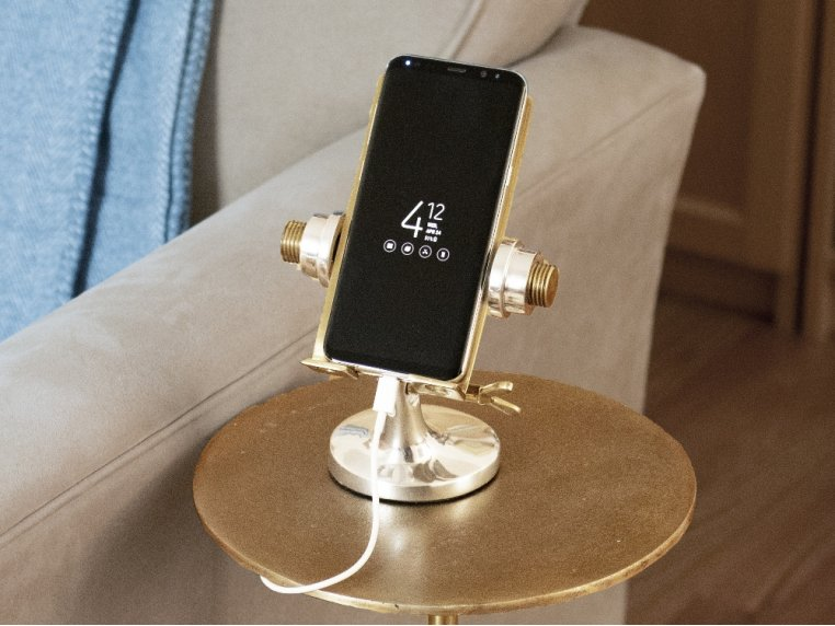 Nostalgic Metal Phone Stand by Pendulux - 1
