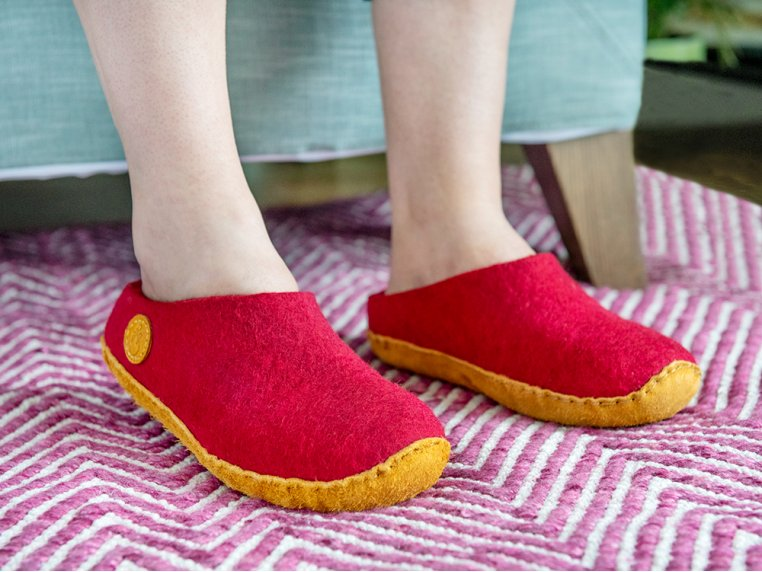 Women's Wool Felt Slippers by NAUSENI - 1