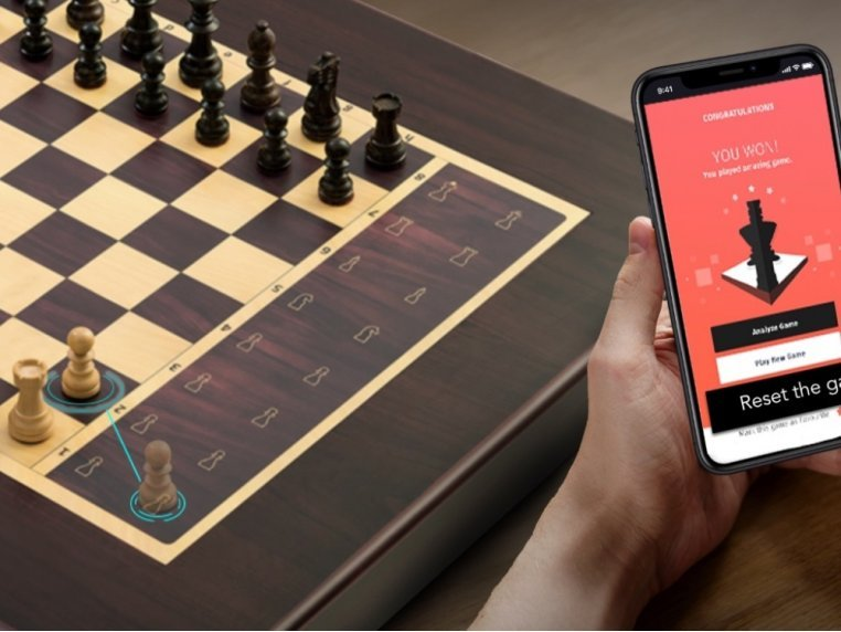 Automated Electronic Chess Board by Square Off - 2