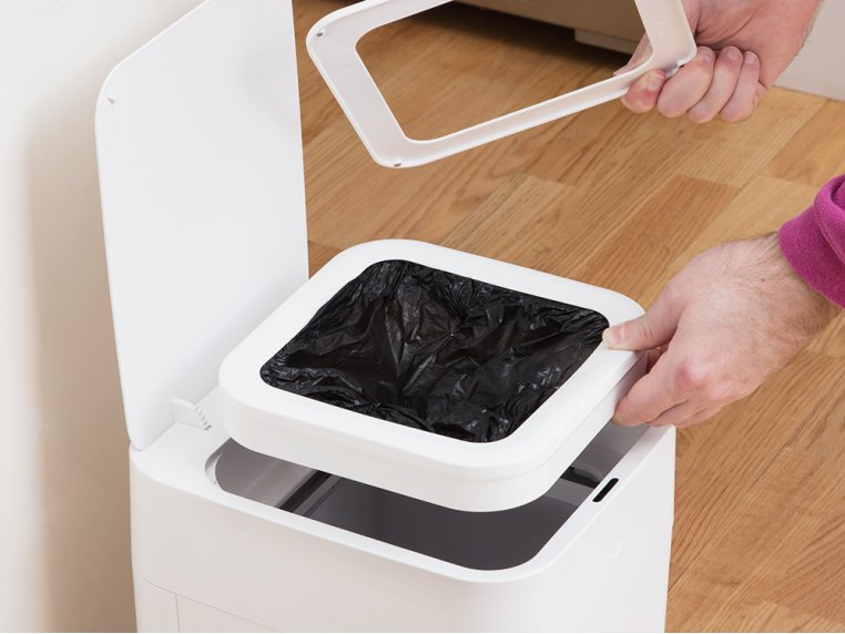 Automatic Sealing Smart Trash Can by TOWNEW - 2