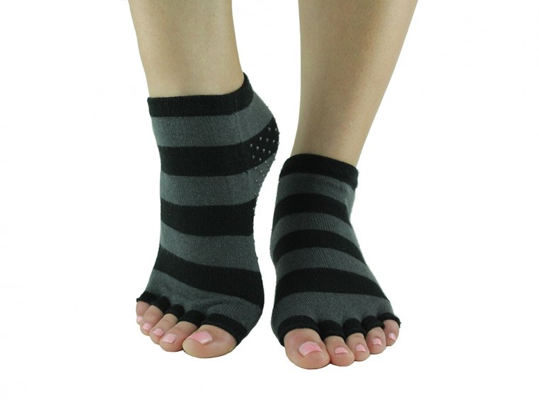 Non-Slip Fitness/Lounge Socks by Toezies - 3