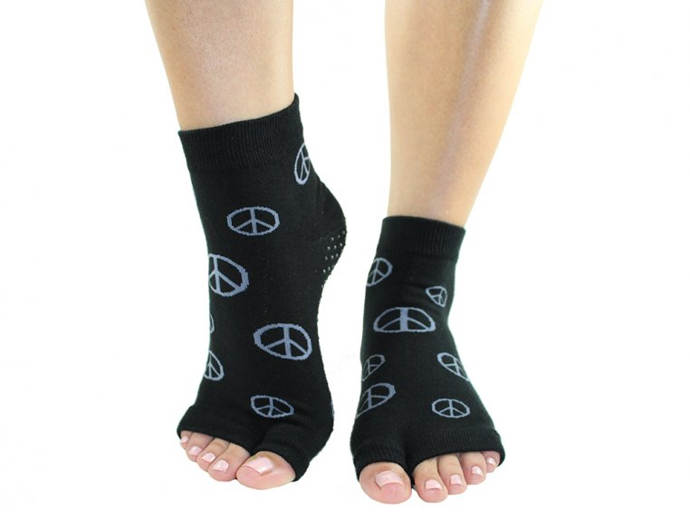 Non-Slip Fitness/Lounge Socks by Toezies - 7