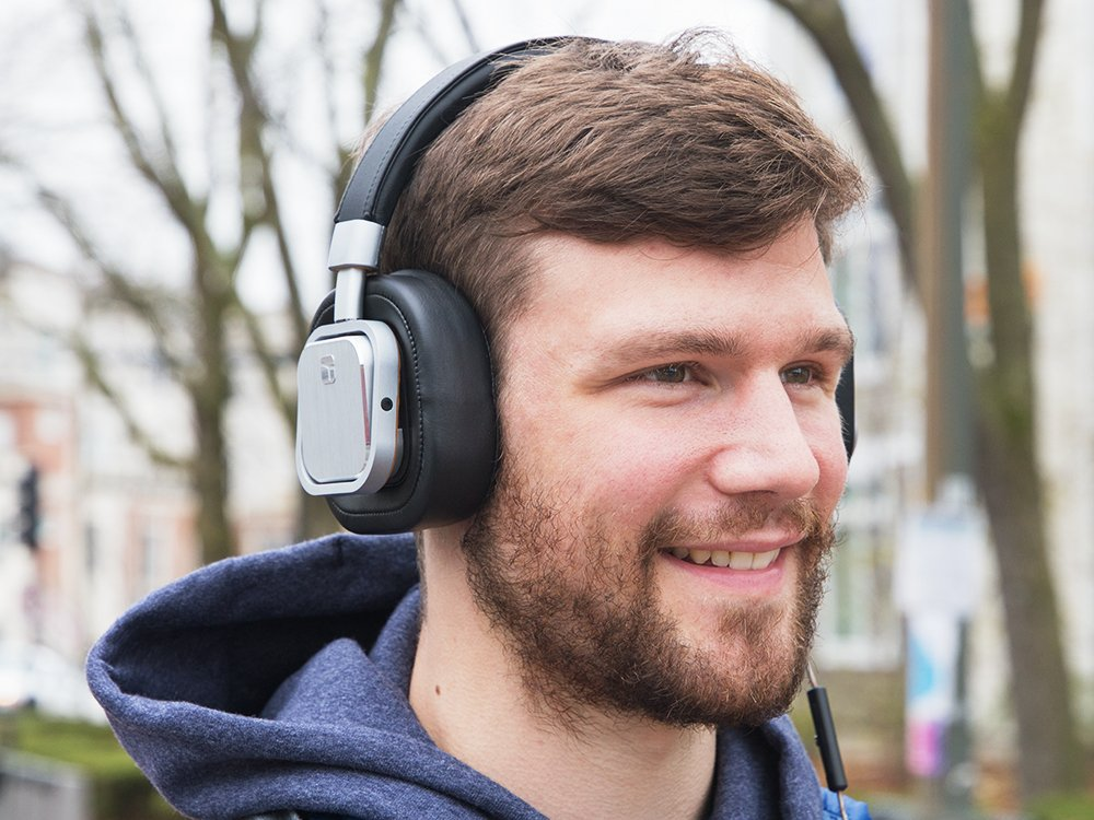 Customizable On-Ear Headphone